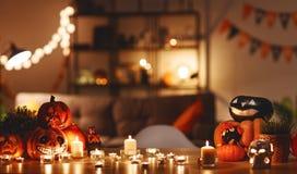 Binnenland van huis met Halloween wordt verfraaid dat royalty-vrije stock afbeeldingen