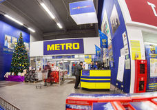 Binnenland van hypermarket METRO Stock Afbeeldingen