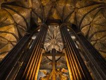 Binnenland van Kathedraal van het Heilige Kruis en de Heilige Eulalia, op 31 Maart, 2013 in Barcelona, Spanje Royalty-vrije Stock Foto