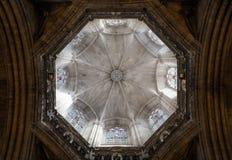 Binnenland van Kathedraal van het Heilige Kruis en de Heilige Eulalia, op 31 Maart, 2013 in Barcelona, Spanje Royalty-vrije Stock Afbeelding