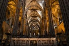 Binnenland van Kathedraal van het Heilige Kruis en de Heilige Eulalia, op 31 Maart, 2013 in Barcelona, Spanje Stock Foto