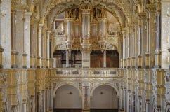 Binnenland van kerk met orgaan Royalty-vrije Stock Foto's