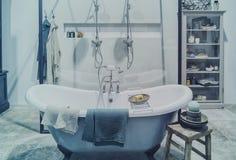 Binnenland van klassieke badkamers Royalty-vrije Stock Foto's