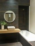 Binnenland van luxe moderne badkamers Stock Fotografie