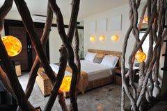 Binnenland van luxe tropische villa Stock Foto's