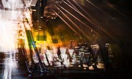 Binnenland van modern station, metaal steunende bouw en roltrap Veelvoudig blootstellingsbeeld Londen het UK stock foto's