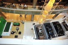 Binnenland van modern winkelcomplex stock afbeelding