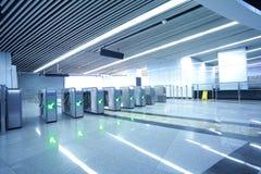 Binnenland van moderne architecturaal bij automatische vervoerprijspoort Stock Foto