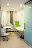 Binnenland van moderne gezonde beauty spa salon. Behandelingsruimte. Stock Afbeeldingen