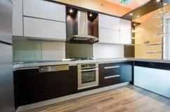 Binnenland van moderne keuken Stock Afbeeldingen