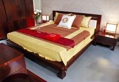 Binnenland van moderne slaapkamer met meubilair stock afbeeldingen