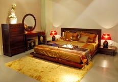 Binnenland van moderne slaapkamer met meubilair royalty-vrije stock foto