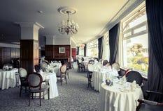 Binnenland van modieus restaurant Stock Foto