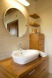 Binnenland van modieuze moderne badkamers Stock Foto