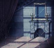 Binnenland van oud dark Verlaten kasteel Royalty-vrije Stock Afbeeldingen