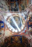 Binnenland van oud klooster Stock Fotografie