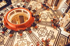 Binnenland van reusachtige koffie in klassieke stijl Royalty-vrije Stock Afbeeldingen