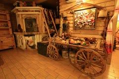 Binnenland van Russische izba Stock Afbeeldingen
