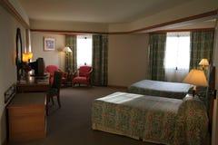 Binnenland van slaapkamer, bedchamber in hotel, zitstok in toevlucht van Asi Royalty-vrije Stock Foto