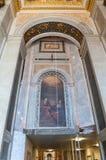 Binnenland van St Isaac Cathedral in St. Petersburg, Rusland Het schilderen van heilige rechtschapen Joachim en Anna stock foto