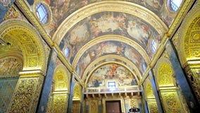Binnenland van St John ` s Co-Kathedraal, Valletta, Malta stock videobeelden