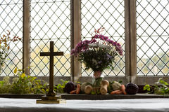 Binnenland van St Mary Church Swinbrook Stock Foto's
