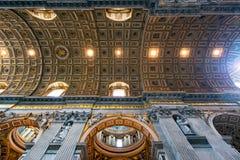 Binnenland van St Peter Basiliek in Rome Stock Afbeelding