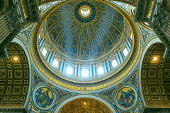 Binnenland van St Peter Basiliek in Rome Stock Foto's