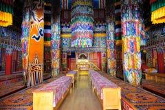 Binnenland van Tibetaanse Boeddhistische tempel royalty-vrije stock afbeelding