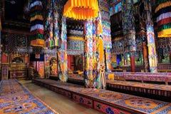 Binnenland van Tibetaanse Boeddhistische tempel stock foto's
