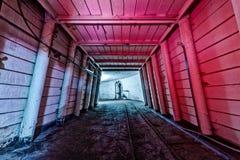 Binnenland van tunnel in verlaten kolenmijn Stock Foto's