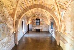 Binnenland van Vesting Borromeo van Angera of Rocca Di Anger, de Zaal van Rechtvaardigheid - Sala della Giustizia Is Kasteel van  stock afbeelding