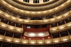 Binnenland van Weense Staatsoper, de operahuis van Wenen stock afbeelding
