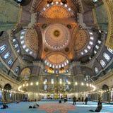 Binnenland van Yeni Mosque in Istanboel, Turkije Stock Foto's