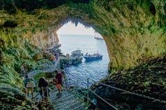 Binnenland van Zinzulusa-het systeem van het Grothol - Puglia, Italië Stock Afbeeldingen
