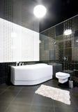 Binnenland van zwart-witte badkamers Stock Afbeeldingen