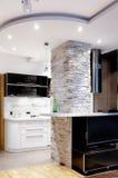 Binnenland: woonkamer en keuken Royalty-vrije Stock Afbeeldingen