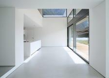 Binnenlands modern huis stock afbeeldingen
