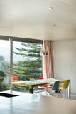 Binnenlands modern huis, eetkamer Stock Fotografie