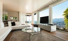 Binnenlands modern huis, woonkamer Stock Afbeeldingen