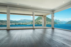 Binnenlands, mooi modern huis Royalty-vrije Stock Foto's