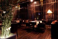 Binnenlands nachtrestaurant Royalty-vrije Stock Afbeelding