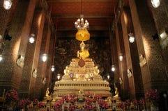 Binnenlands Ontwerp en Beeld van Boedha in Tempel van de het Doen leunen Boedha kapel Stock Afbeeldingen