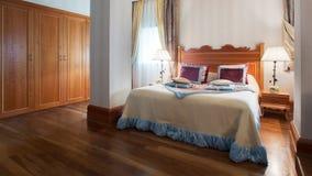 Binnenlands ontwerp grote moderne slaapkamer stock afbeelding beeld 35746231 - Ontwerp van slaapkamers ...