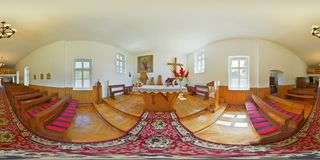 binnenlands panorama 360 van de Katholieke kapel in Và ¡ rmezÅ ` Câmpu Cetăț ii/Burgfeld, Transsylvanië, Roemenië Royalty-vrije Stock Fotografie