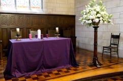Binnenlands wijd geschoten van een begrafeniskapel stock afbeelding
