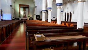 Binnenlands wijd geschoten van een begrafeniskapel stock foto's