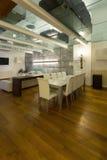 Binnenlandse, brede zolder, eetkamer Royalty-vrije Stock Afbeelding