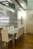 Binnenlandse, brede zolder, eetkamer Royalty-vrije Stock Foto's