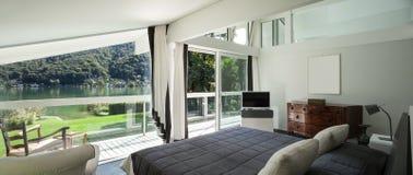 Binnenlandse, comfortabele slaapkamer Royalty-vrije Stock Fotografie